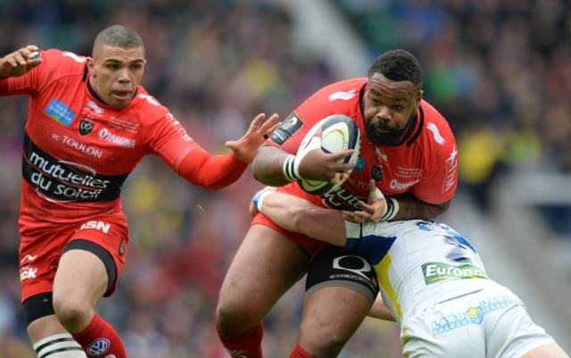 Mathieu Bastareaud - Toulon centre and Bryan Habana (L)